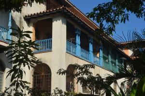 Edificio en la esquina de Lïnea y 14, Vedado, La Habana